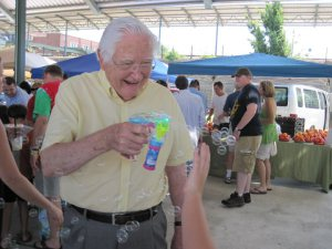 Charles Woodall creating excitement for kids at the Memphis Farmers Market June 2010