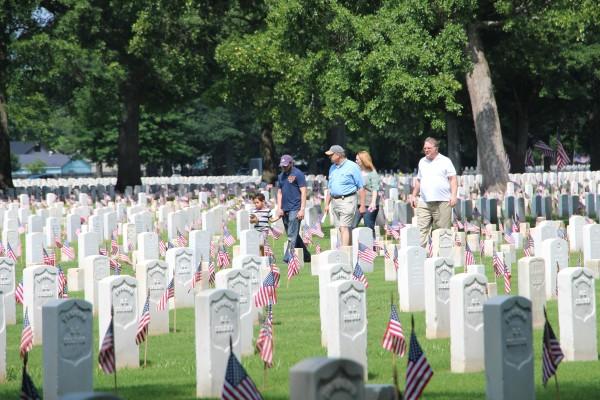 family walking through Memphis National Cemetery