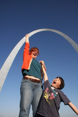 silly family photo at the St Louis Arch