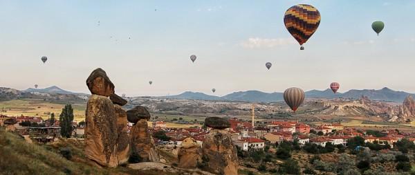 Turkish ballooning over fairy chimneys