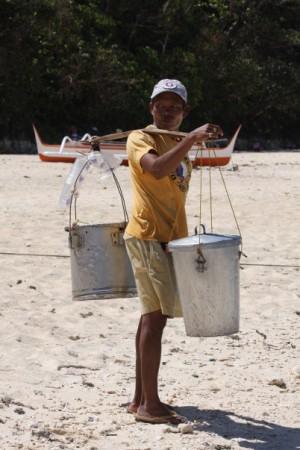 Filipino vendor on puka beach